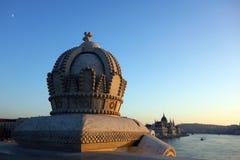 Une couronne au coucher du soleil, Budapest, Hongrie photos stock