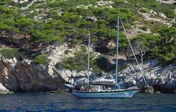 Une crique merveilleuse en parc national de Calanques à Marseille le paysage typique des sud des Frances photographie stock libre de droits