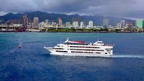 Une croisière de dîner de coucher du soleil à Honolulu Photos stock