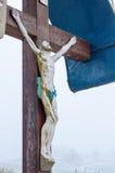 Une croix en bois de bord de la route Photos stock