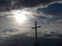 Une croix en hautes montagnes Images libres de droits