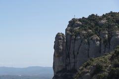 Une croix sur le dessus de Montserrat photographie stock