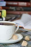 Une cuvette de café avec du sucre Images libres de droits