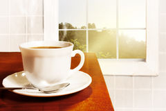 Une cuvette de café délicieuse et fraîche le matin photo libre de droits