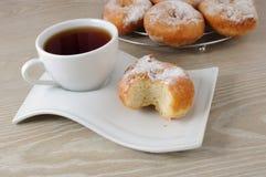 Une cuvette de café et de butées toriques Photos libres de droits