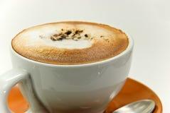 une cuvette de cappuccino frais images stock