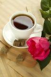 Une cuvette de thé et s'est levée Photos libres de droits