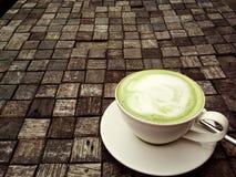 Une cuvette de thé vert images libres de droits