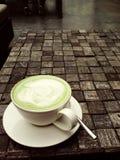 Une cuvette de thé vert photos libres de droits