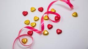 Une décoration de valentine avec du chocolat et d'autres Photos libres de droits