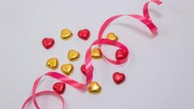 Une décoration de valentine avec du chocolat et d'autres Images libres de droits