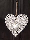 Une décoration extérieure moderne et fraîche de porte d'un coeur blanc d'amour Images libres de droits