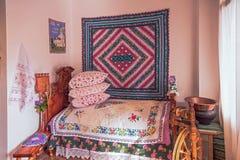 Une décoration nationale antique dans la salle de Kuban Sotchi, Russie Photographie stock