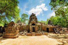 Une d'entrées au temple antique de som de ventres dans Angkor, le Cambodge Photographie stock libre de droits