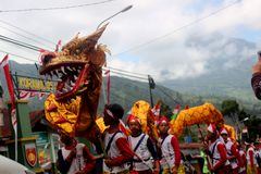 Une danse de dragon photo libre de droits