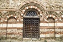 Une des entrées du St Paraskeva d'église dans vieux Nessebar Photo libre de droits