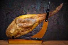 Pleine jambe d'iberico espagnol de jamon Photos stock