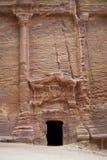 Une des nombreuses tombes dans PETRA, la Jordanie Image stock