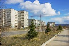 Une des rues de la ville du nord en Russie au printemps Photos stock
