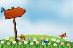 Une enseigne de flèche et les papillons Image stock