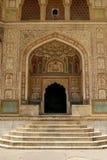 Une entrée à un temple dans le fort ambre, Inde Photos libres de droits