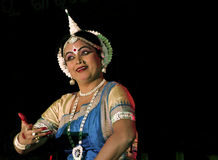 Une exécution expérimentée de danseur d'Odissi Image stock