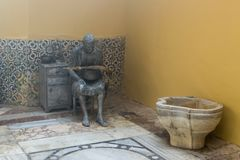 Une exposition sculpturale montrant la vie du fin du 19ème siècle dans le bain turc - EL Basha de hammam dans la vieille ville de Image libre de droits