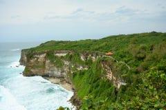 Une falaise et une mer Images libres de droits