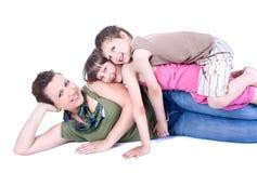 Une famille en bonne santé et attirante faisant une pause Photos stock