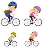 Une famille faisant du vélo ensemble illustration stock