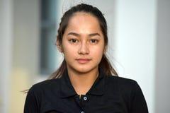 Une femelle adolescente mignonne photographie stock libre de droits