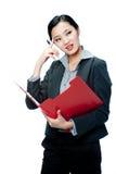 Une femme d'affaires attirante avec la planchette photographie stock libre de droits