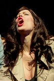 Une femme de la foule crie dans un concert au festival 2014 de bruit de Heineken Primavera Images libres de droits