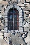 Une fenêtre avec des barres image stock
