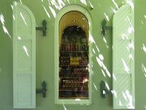 Une fenêtre de boutique Photos libres de droits