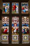 Une fenêtre en verre teinté dépeignant le dernier dîner images libres de droits