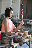 Une fille avec l'instrument thaïlandais Image libre de droits