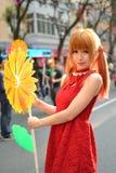 Une fille chinoise célèbrent la nouvelle année chinoise Photographie stock libre de droits