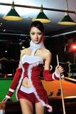 Une fille chinoise habillée dans des costumes de Noël Image stock