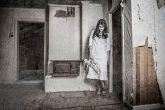 Une fille effrayante d'ordinateur de secours Photographie stock