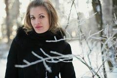 Une fille en hiver Photographie stock libre de droits