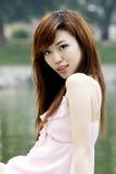 Une fille en été. Photo stock