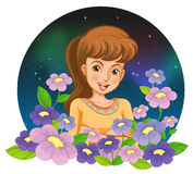 Une fille entourée par des fleurs Image stock