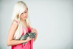 Une fille et un chinchilla Photographie stock
