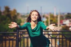 Une fille heureuse souriante Photos libres de droits