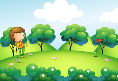 Une fille jouant le golf en haut de la colline Images stock