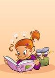 Fille lisant un livre Photo libre de droits