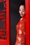 Une fille rouge de vêtement de la Chine photos libres de droits
