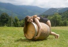 Une fille sur un baril 3 Photos libres de droits