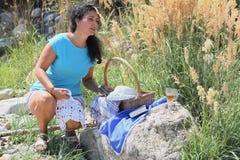 Une fille sur un pique-nique Photo libre de droits